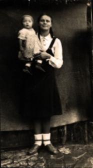 Kobyla. Portret matki z synem.