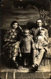 Dubno. Fotografia rodzinna z dziećmi.